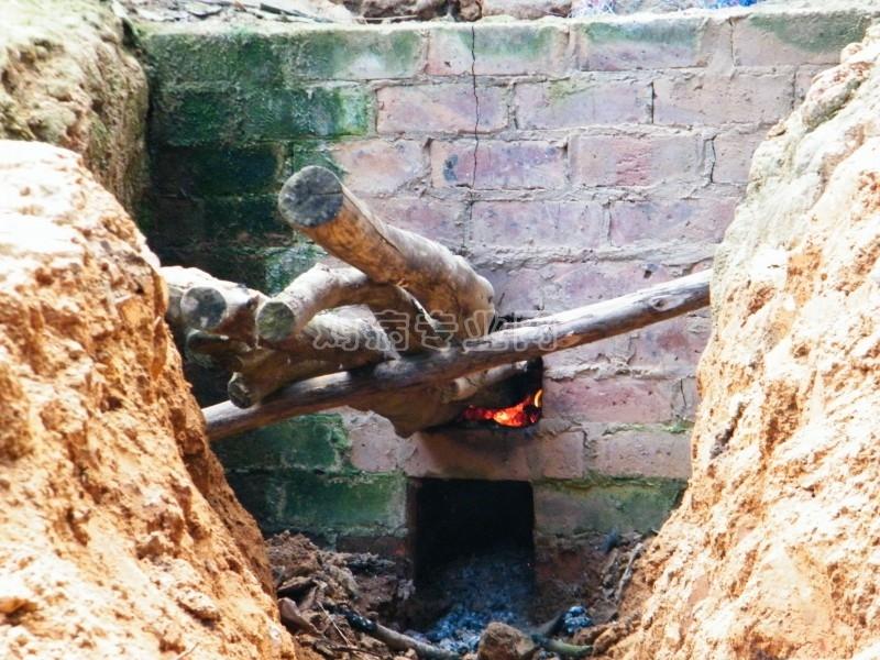 晒一下用废旧油桶制作保温炉|土鸡养殖专题